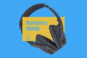 sluchátka na modrém pozadí s textem autismus a ADHD